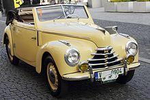 Žlutý roadster Škoda 1102.