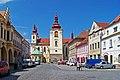 Žatec, Hošťálkovo náměstí, kostel Nanevebzetí Panny Marie, od náměstí Svobody.jpg