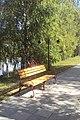Одна из скамеек на верхней дорожки вдоль Омки - panoramio.jpg