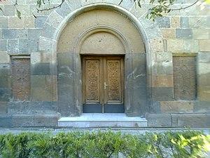 Holy Mother of God Church, Vagharshapat - Image: Խաչքարեր Աստվածածին եկեղեցու պատին