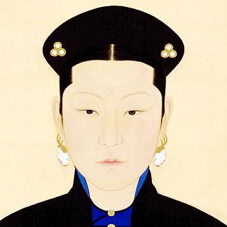 Empress Xiaozhaoren - Image: 《孝昭仁皇后常服像》局部