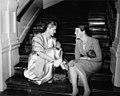 05-13-1955 13311 Esther Williams en Geertje Wielema.jpg