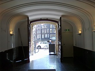 NIOD Institute for War, Holocaust and Genocide Studies - Main entrance at Herengracht