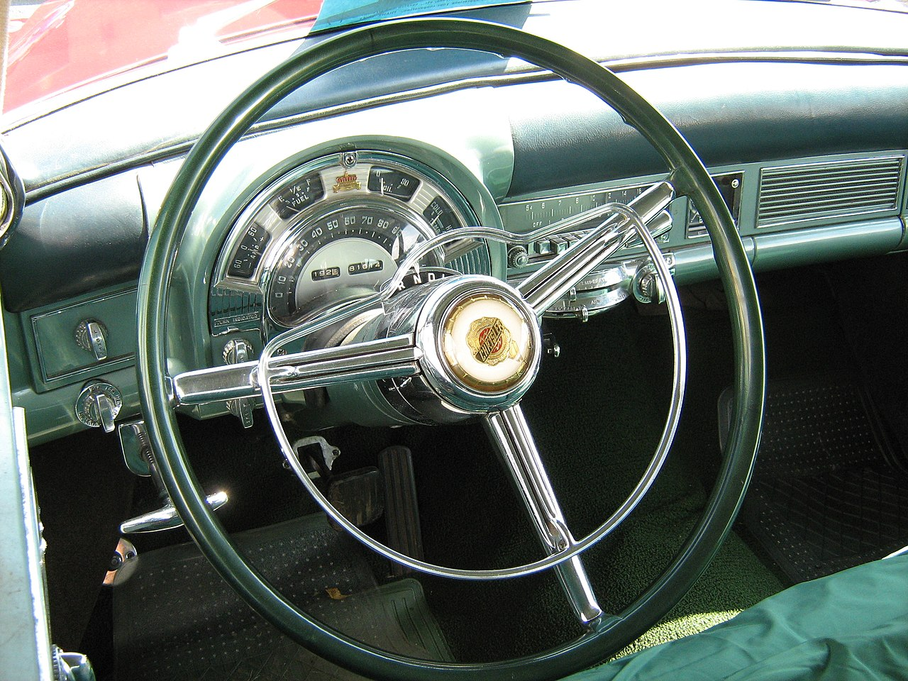 File:1953 Imperial 2-tone with AC dash.jpg - Wikimedia Commons