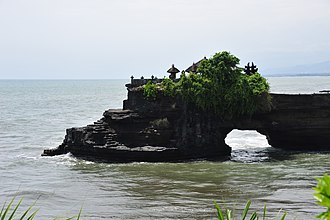 Tanah Lot - Pura Batu Bolong, another temple in the Tanah Lot area, situated a short distance north of Pura Tanah Lot