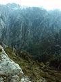 2.200 metros de desnivel desde la cumbre del Torrecerrdo hasta el pueblo de Caín, aquí vistos desde el Cuvicente.jpg