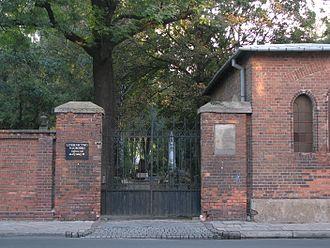 Protestant Reformed Cemetery, Warsaw - Image: 2007 09 21 Cmentarz Ewangelicko Reformowany w Warszawie wejście 2