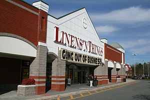 English: Linens 'n Things going out of busines...