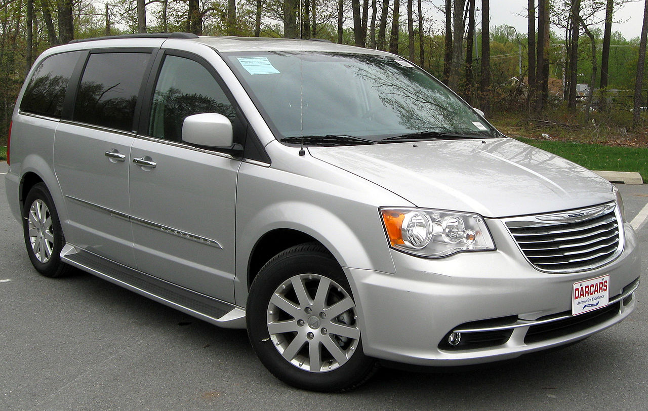 file 2011 chrysler town country touring l 04 22 wikimedia commons. Black Bedroom Furniture Sets. Home Design Ideas