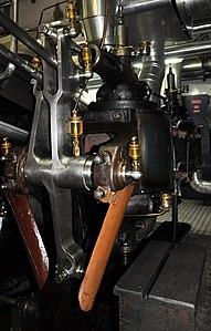 2012 'Tag der offenen Werft' - ZSG Werft Wollishofen - Dampfschiff Stadt Rapperswil - Schiffsmotor 2012-03-24 15-29-26.jpg
