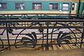 4123viki Dworzec Główny przed remontem. Metalowa balustrada przy schodach na perony. Foto Barbara Maliszewska.jpg