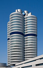 4 cilindros de BMW, Múnich, Alemania1.jpg