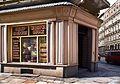 5601 Ulica Miernicza, róg Łukasińskiego, zachowana witryna przedwojennego sklepu. Foto Barbara Maliszewska.jpg