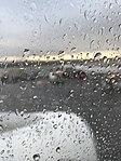 Aéroport de Lyon-Saint-Exupéry - terminal 1B - mars 2018 - avion Transavia - hublot sous la pluie.jpg