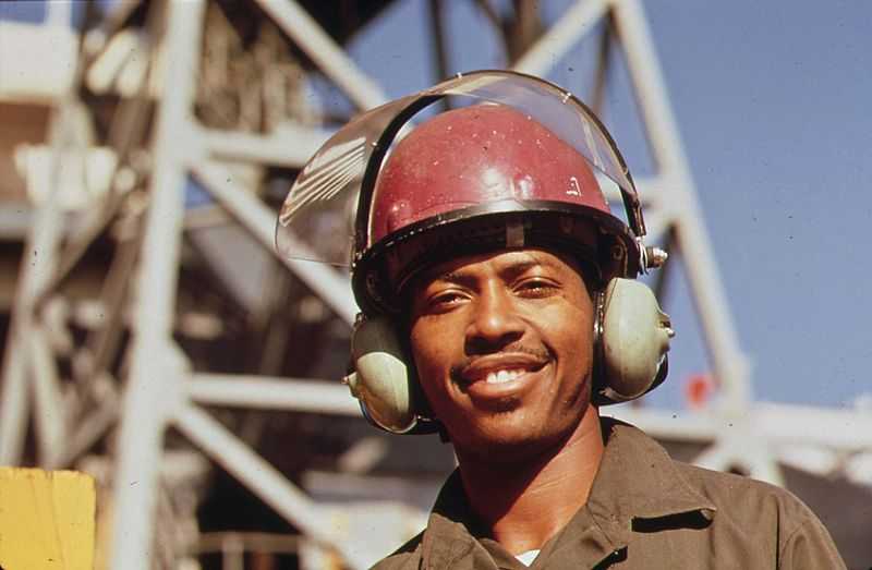 File:AVONDALE SHIPYARD WORKER WEARS SPECIAL EAR MUFFS FOR PROTECTION FROM THE HEAVY LEVEL OF INDUSTRIAL NOISE POLLUTION - NARA - 546041.jpg