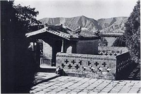 A gongbei sufi saints tomb at Pingliang Gansu.jpg