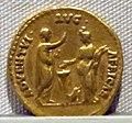 Adriano, aureo, 117-138 ca. 05.JPG