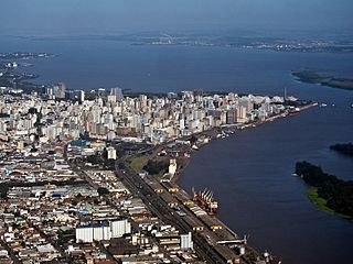 Aerial view of the point of Porto Alegre extending into Guaíba Lake.jpg