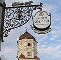 Aichach-Wirtshausschild mit Turm Oberes Tor.jpg