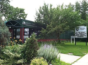 Alley Pond Park - Image: Alley Pond Environmental Center building