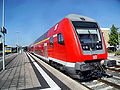 Alzeyer Bahnhof- auf Bahnsteig zu Gleis 2- Richtung Bingen (RB Doppelstockwagen) 22.7.2009.JPG