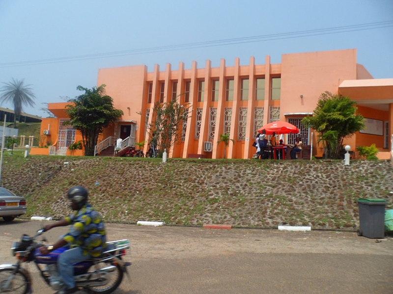 Amphitéatre NGUEMBI MBINA de l'université Omar BONGO Libreville Gabon.JPG