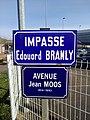 Amplepuis - Avenue Jean Moos - Ancienne et nouvelle plaque (avril 2019).jpg