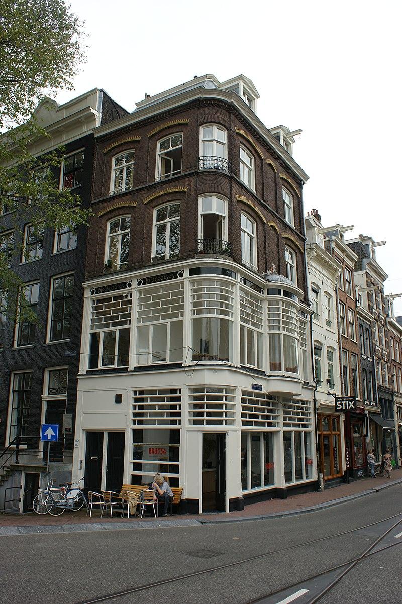 Pand met gevel onder latere rechte lijst waarop een for Herengracht amsterdam