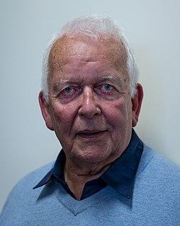 Andrew Davies (writer) British screenwriter and novelist (born 1936)
