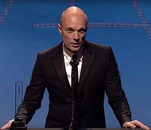 Andy Nicholson (production designer) - Nicholson receiving 2014 Art Directors Guild award for Gravity