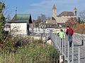 Ansicht von der Holzbrücke zwischen Rapperswil und Hurden auf das 'Heilig Hüsli' in Rapperswil, im Hintergrund das Schloss und die Altstadt beim Hafen 2011-11-06 14-09-42 (SX230HS).jpg