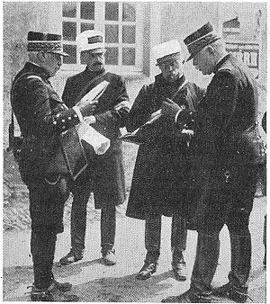 André Sordet - Sordet (third from the left) with generals Castelnau and Joffre, in a photograph published in Le Crapouillot.