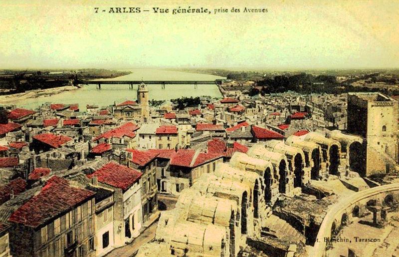 File arles bouches du rhone vue g n wikimedia for Bouche du rhon