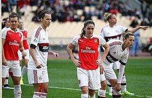 Daniëlle van de Donk - Van de Donk (centre) whilst featuring for Arsenal