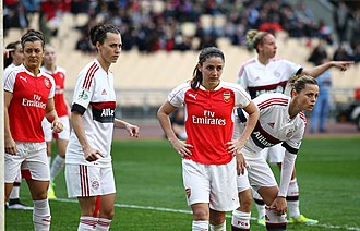 Daniëlle van de Donk - Van de Donk (centre) whilst featuring for Arsenal