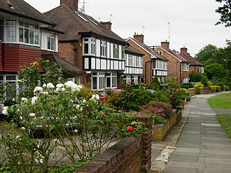 Social class in the United Kingdom - A suburban street in Mill Hill, London, typical of middle-class housing