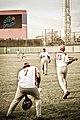 Atletas de espalda en posición de bateo y catcher.jpg