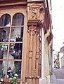 Auxerre. Poteau cornier sculpté.jpg