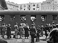 Az Országos Gyermekvédő Liga nővérei és gyerekek, 1943-ban a Déli pályaudvaron. Fortepan 72343.jpg