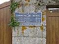 Bérus - Plaque de cocher proche église.jpg