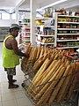 Baguettes dans un supermarché à Vaitape, Bora Bora.jpg