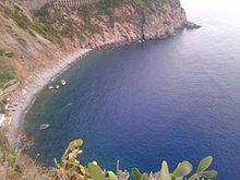 La baia della Marina di Palmi, (Marinella) con la spiaggia, fotografata dalla punta Motta.