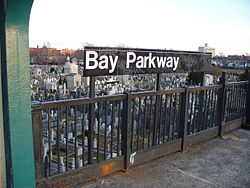 Bay Pkwy F NYC Subway Station by David Shankbone.JPG