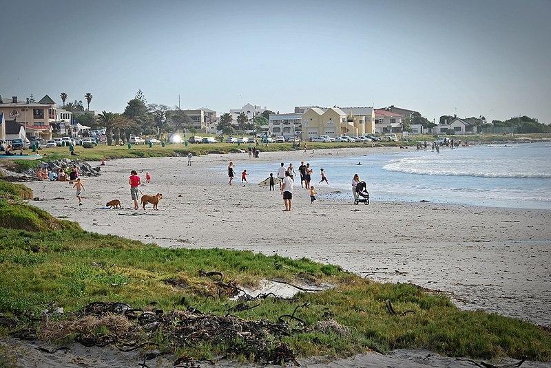 File:Beach at Melkbosstrand.JPG