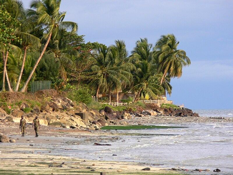 File:Beach scene Libreville 5.JPG