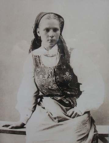 Belorussian girl from Vialava near Volozhyn - foto by Benedykt Tyszkiewicz - 1898 AD
