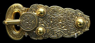 Interlace (art) - Anglo-Saxon gold belt buckle with ribbon interlace, Sutton Hoo ship burial, 7th century