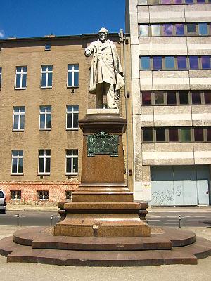 Franz Hermann Schulze-Delitzsch - Image: Berlin Denkmal Hermann Schulze Delitzsch 1