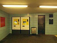 Berlin - U-Bahnhof Turmstraße (9487898407).jpg