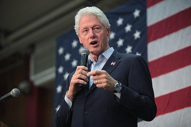 Директор Фонда семьи Клинтон пару лет назад едва непокончила ссобой